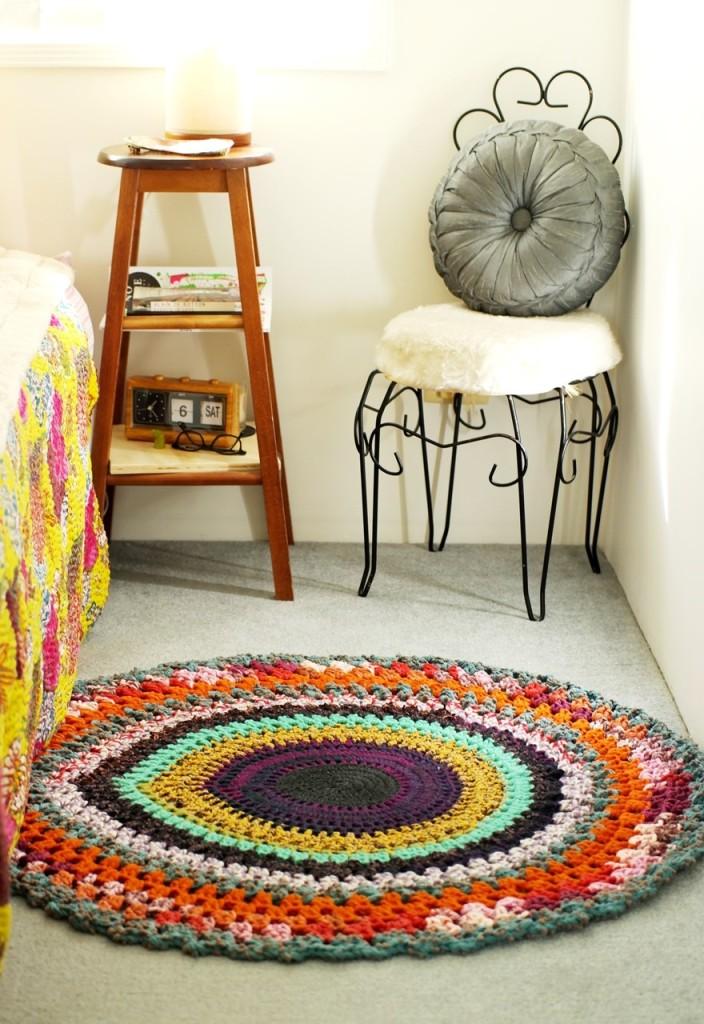 Crochet round rug